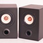 monitor-nr-4-royal-paar-im-winkel-zueinander-weiss1